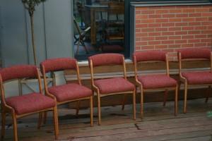 Ensemble de chaises vintage relookées avec un tissu Designers Guild