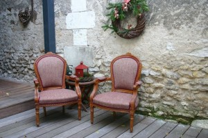 Paire de cabriolets Louis XVI refaits avec une pure laine irlandaise prune à chevrons